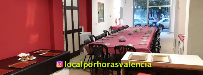 Vista del local para eventos en Valencia con mesa para 30 personas y decoración para cumpleaños